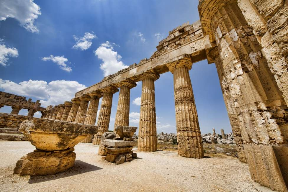 sicily guide holiday information sicilian cities agrigento selinunte temple acient greek ruins