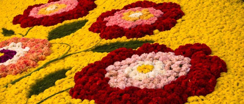 noto infiorata mosaic flowers flower petals sicily guide art and culture baroque unesco