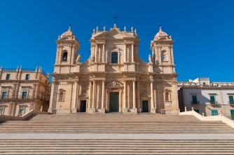 sicily guide holiday information sicilian cities noto baroque style architecture unesco cathedral