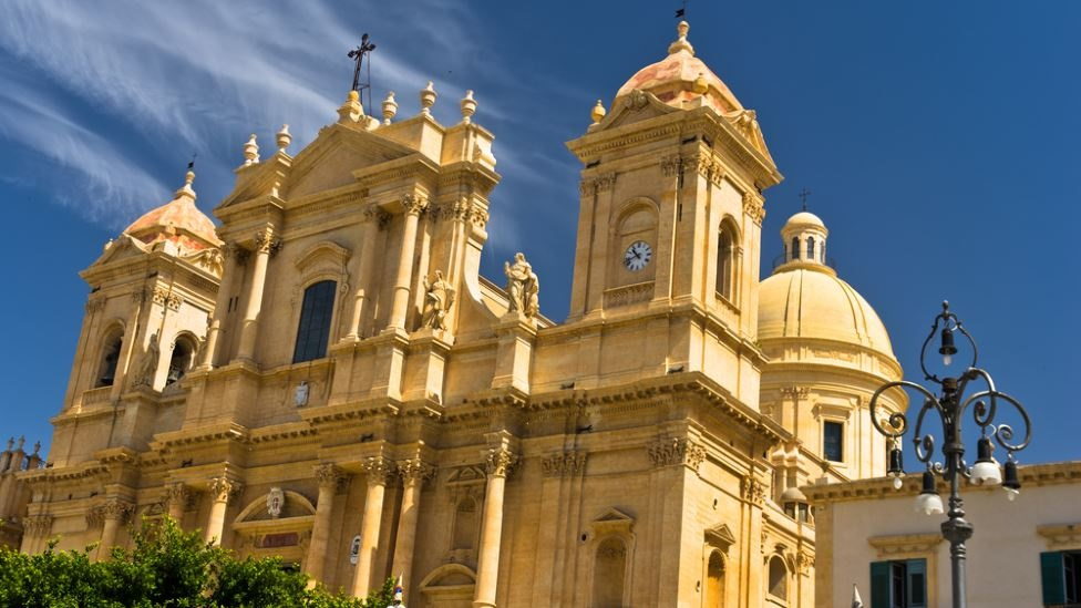sicily guide holiday information sicilian cities noto baroque style architecture unesco san nicolo