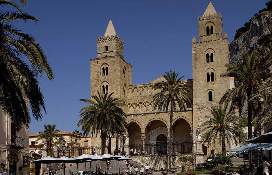 sicily holiday area information cefalu holiday villa city centre church cathedral architecture