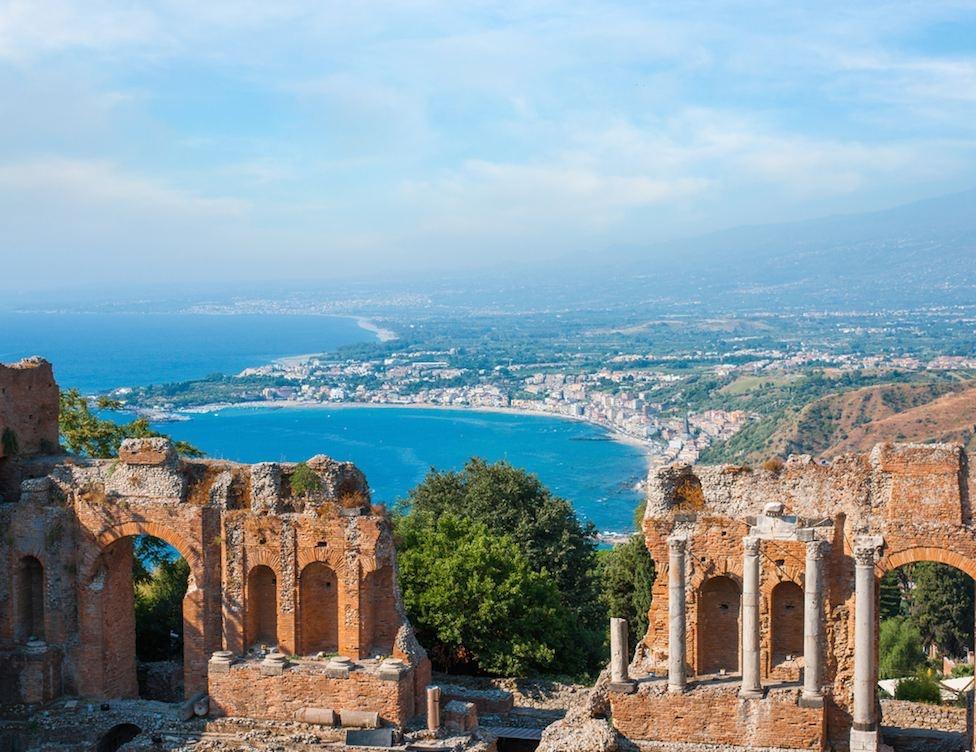 sicily area information discover taormina holiday villa theatre greek sea