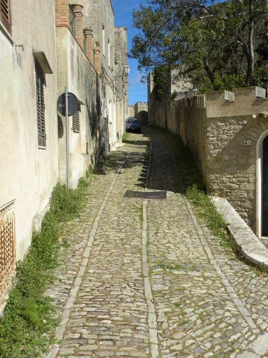 sicily area information discover erice old street city centre holiday villa