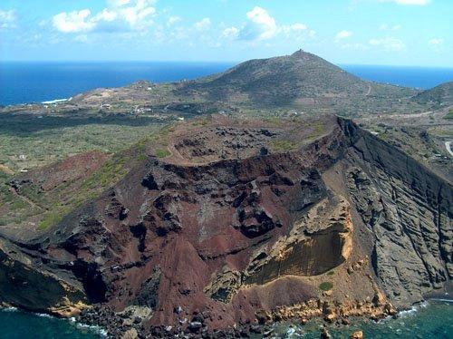 sicily guide holiday information sicilian cities travel sightseeing sicilian islands linosa nature vulcano landscape