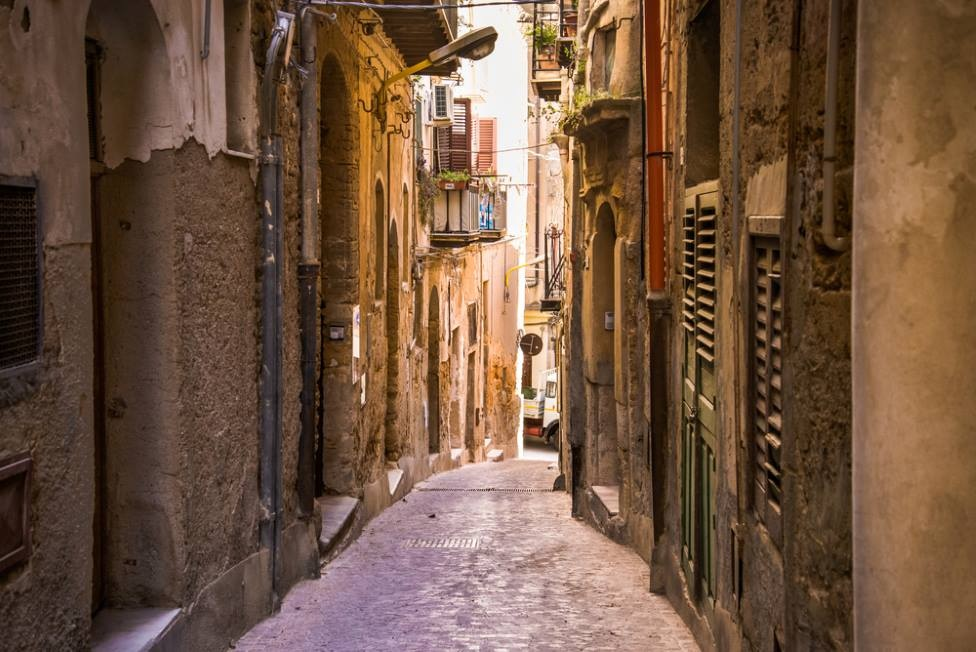 sicily guide holiday information sicilian cities agrigento selinunte old town traditional villages