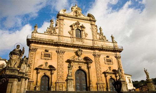 sicily guide holiday information sicilian cities travel syracuse sightseeing modica day trip church saint peter