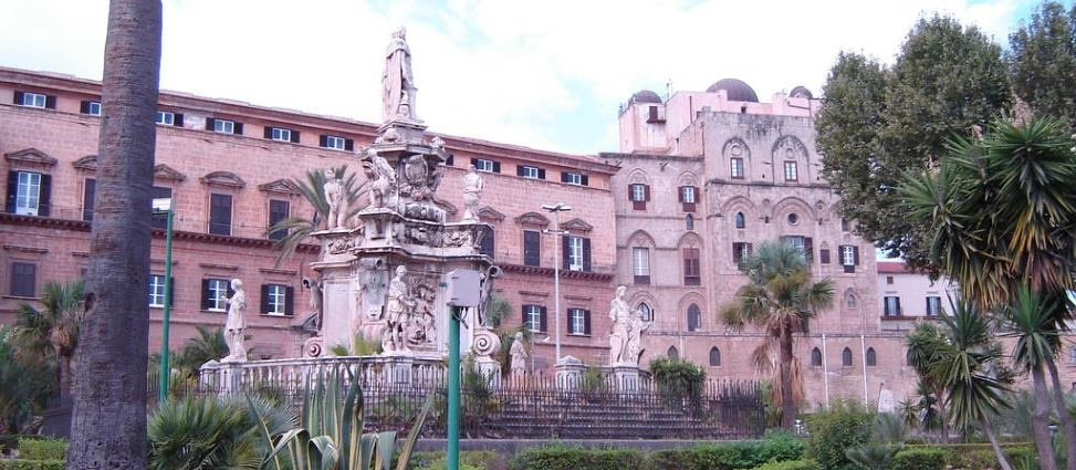 sicily guide history of sicily palermo palazzo dei normanni holiday sightseeing