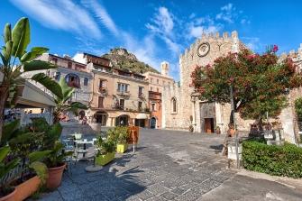 sicily area information discover taormina holiday villa old town duomo