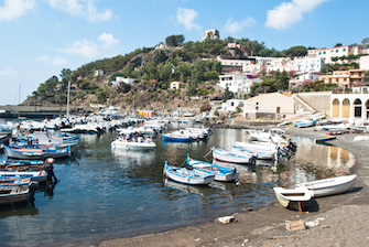 sicily guide holiday information sicilian cities travel sightseeing sicilian islands ustica harbour fisherboats sea