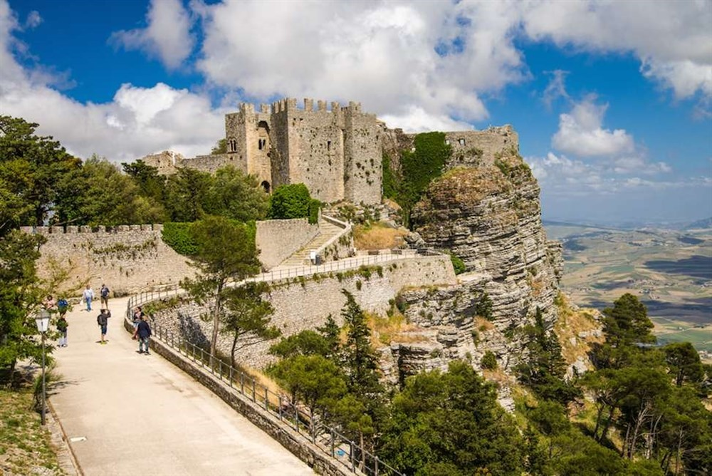 sicily guide holiday information sicilian cities travel sightseeing erice castle trapani