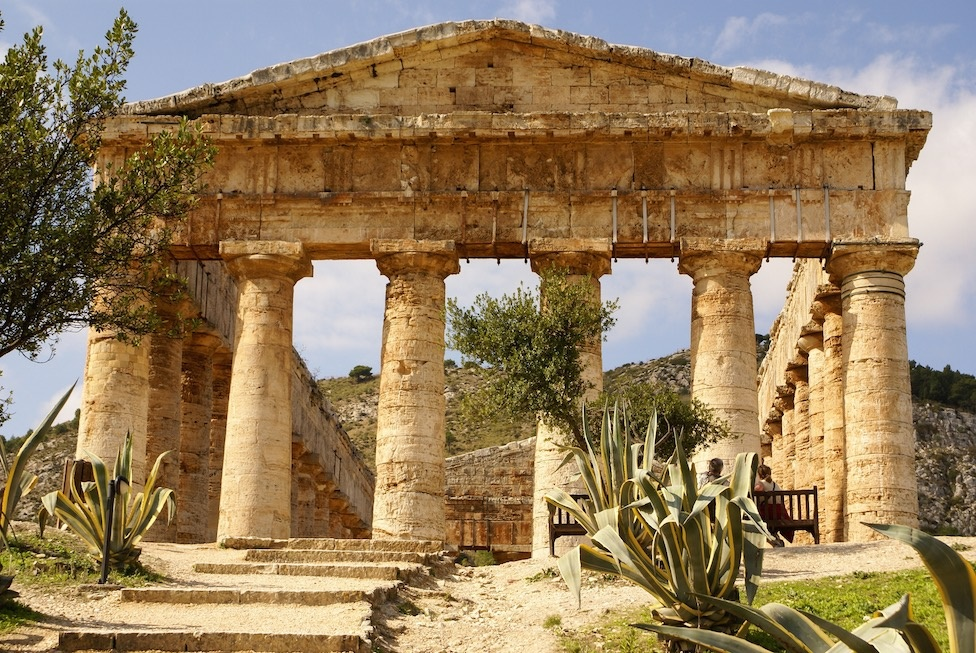 sicily guide art and culture selinunte syracuse agrigento temple greek ruins