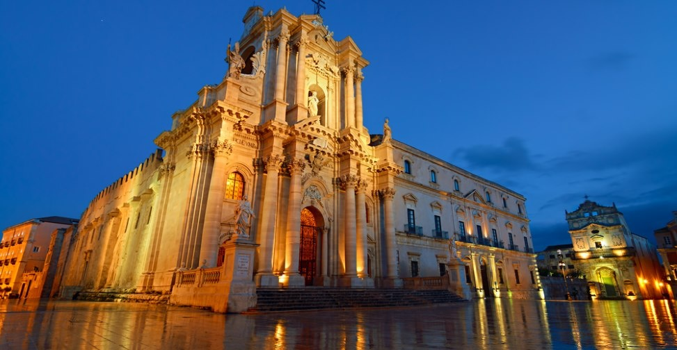 sicily guide holiday information sicilian cities travel syracuse sightseeing city centre