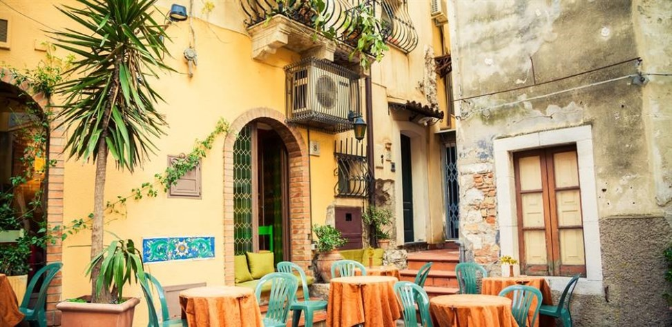 sicily guide holiday information sicilian cities travel taormina eating out restaurant