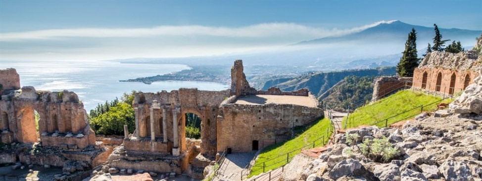 sicily guide holiday information sicilian cities travel sightseeing taormina greek theatre ruin view etna