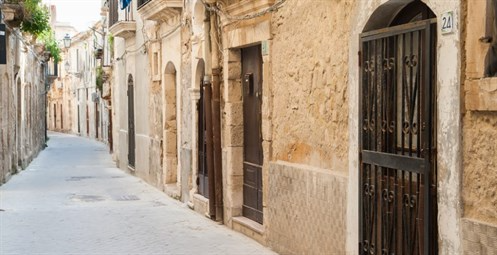 sicily guide holiday information sicilian cities travel syracuse sightseeing ortygia day trip